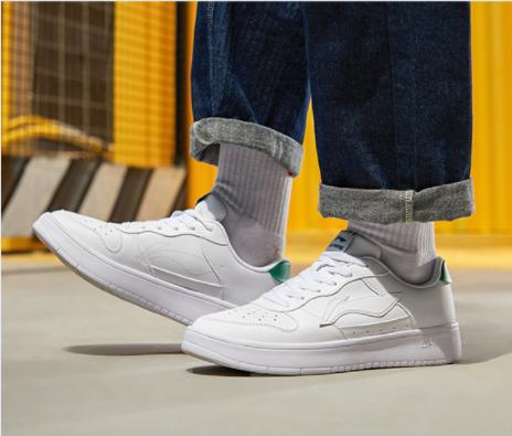 夏季新款透气鞋子运动鞋白色滑板小白鞋男